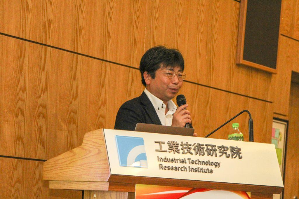 ITRI会議室で企業理念、事業指針を説明する富士通株式会社第二ヘルスケアソリューション事業部